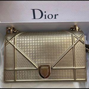 Diorama metallic gold authentic